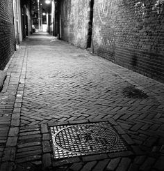 Dit mysterieus en donker steegje in Witney is de plaats waarover Rachel dromen herinneringen heeft.