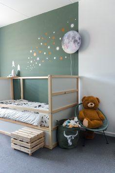 Backyard Safari Adventure – Backyard Home Boy Toddler Bedroom, Boy Girl Room, Toddler Rooms, Kids Bedroom, Room Boys, Green Kids Rooms, Cool Kids Rooms, Ikea Kids, Jungle Room