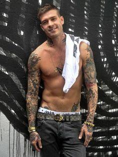 Mateus Verdelho faz balanço de 2013, fala sobre separações e mostra corpo sarado…