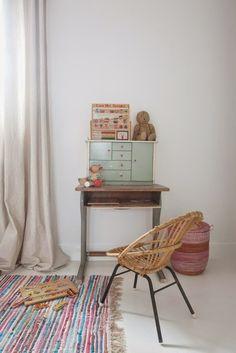 SCANDIMAGDECO Le Blog: Maison familiale esprit récup. Spotted by De Kleine Etalage || www.dekleineetalage.nl