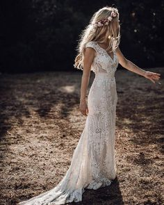 Wedding Dress Winter, Wedding Reception Outfit, V Neck Wedding Dress, Traditional Wedding Dresses, Country Wedding Dresses, Bohemian Wedding Dresses, Black Wedding Dresses, Bohemian Theme, Bohemian Fashion