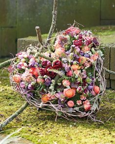 Time and Eternity Stylish commemoration, farewell and grief - Even people who are less experienced in flower design can achieve a nice result relatively easily a - Grave Flowers, Funeral Flowers, All Flowers, Dried Flowers, Floral Foam, Arte Floral, Flower Factory, Large Flower Arrangements, Valentines Flowers