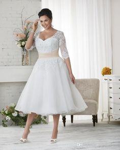 Elegant Plus Size Wedding Dresses A-line Short Tea Length Lace Applique Bridal Gowns with Seeves SN164