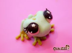 Frog (modeling chocolate) by Choko Late. Words can not discribe how much I love this. So cute and I love frogs. Cute Polymer Clay, Polymer Clay Animals, Fimo Clay, Polymer Clay Projects, Polymer Clay Creations, Kawaii, Frog Crafts, Biscuit, 3d Figures