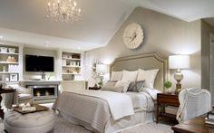 schlafzimmer creme polsterbett hoch kaminofen tv-wand