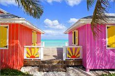 Der letzte Urlaub liegt schon wieder viel zu lange zurück und bist zum nächsten Flug ans Meer ist es auch noch eine Weile hin? Wie wäre es dann mit einem entsprechenden, tropischen Fotoposter für das eigene Zuhause? Ein Strand oder eine Küste als Bild im Wohnzimmer wirken oft wie ein kleiner Kurzurlaub für die Seele.