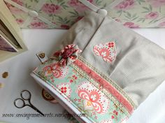 Vintage-style zippered pouch1