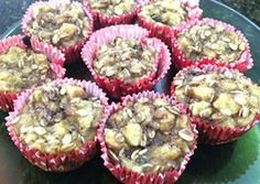 Muffins de platano y avena, sin gluten. Home made banana and oat meal muffins, gluten and flour free. Just mix mashed banana and oat meal and bake!  Cocina limpio desde tu casa, comida limpia desde mi cocina. Clean paleo recipies in less than half an hour.