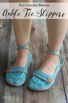 Free Crochet Pattern: Ankle Tie Crochet Slippers | These pretty slippers feature a double sole for extra comfort and a cute tie around the ankle! #crochetslippers #ankletiecrochetslippers #freecrochetpattern