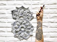 Black ink, crochet m