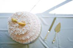 Свадебный торт можно приготовить и в домашних условиях, следуя простому рецепту.