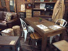 こんにちは。リバップ小倉店です♪ 3連休スタートしましたーいい天気ですね~。 . 写真のテーブルは、 事務所用にちょっとオシャレな打ち合わせテーブルとして使いたいと購入される会社さんも多い、天然目を使ったテーブルです。 小倉店に展示してます♪