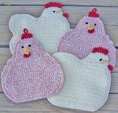 Photo inspiration only (no pattern) crochet chicken potholder Crochet Kitchen, Crochet Home, Love Crochet, Crochet Crafts, Yarn Crafts, Knit Crochet, Potholder Patterns, Crochet Potholders, Crochet Patterns