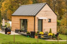 Modern Barn House, Modern Minimalist House, Small Cottages, Cabins And Cottages, Cabins In The Woods, House In The Woods, Bungalow, Backyard Guest Houses, Saint Claude