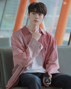 Cute Love Memes, Cute Guys, Beautiful Boys, Pretty Boys, Dramas, Ulzzang Korea, Asian Cute, Boys Like, Cute Actors