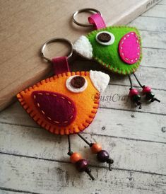 Colorful Bird keychain – Wool Felt Pink and Green keychain, Wool felt tropical funny bird, gift for artistic friend – Bird Supplies Felt Crafts Diy, Crafts To Make, Sewing Crafts, Wool Fabric, Fabric Scraps, Felt Keychain, Keychains, Small Sewing Projects, Felt Birds