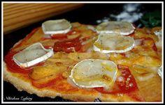 PIZZA RUSTICA DE CAQUIS, TOMATES Y QUESO DE CABRA
