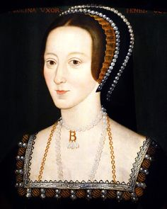 Anne Boleyn Style: Royal portrait with headband, pearls, and initial necklace Cultured Pearl Necklace, Cultured Pearls, Pearl Jewelry, Medieval Costume, Tudor Costumes, Cardi B Photos, Tudor History, British History, History Tattoos