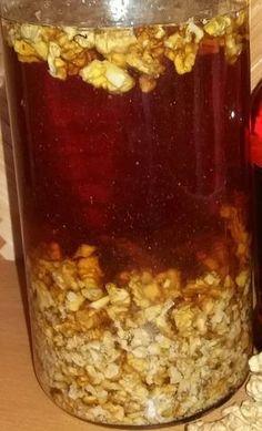 Likér z jader vlašských ořechů patří mezi TOP mých oblíbených, dámských, chuťově vyvážených bylinkářských počinů. Ořešák královský obsahuje spoustu léčivých Healthy Drinks, Healthy Eating, Healthy Recipes, Heath Tips, Home Canning, Deli, Sweet Recipes, Herbalism, Food And Drink