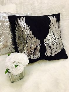 Angel wings Pillow Silver decor Wings Pillowcase Ship from US Black pillow new Silver Pillows, Black Pillows, Cute Pillows, Diy Pillows, Decorative Pillows, Diy Jewelry Projects, Gifts For My Sister, Wings Design, White Wings