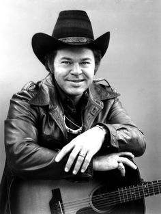 Roy Clark, country music star and 'Hee Haw' host, has died Country Music Artists, Country Music Stars, Country Singers, Roy Clark, Musica Country, Entertainer Of The Year, I Love Music, Music Photo, Country Boys
