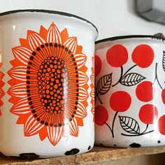 Arabia Finland, Finel mugs Vintage Enamelware, Vintage Tins, Vintage Dishes, Vintage Ceramic, Red Houses, Pretty Mugs, Retro Home, Scandinavian Modern, Marimekko