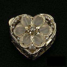 Oro plateado corazón en forma de pecho de por DetailsandTraditions