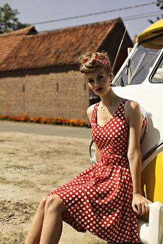 Retro pin-up :-) Pin Up Retro, Look Retro, Look Vintage, Vintage Mode, Vintage Cars, 50s Look, Rockabilly Moda, Rockabilly Fashion, 1950s Fashion