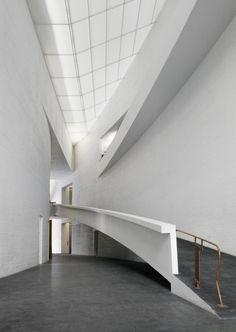 KIASMA MUSEUM OF CONTEMPORARY ART by Steven Holl Architects