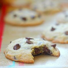 These easy chocolate chip cookies only require a few ingredients! No baking powd… These easy chocolate chip cookies only require a few ingredients! No baking powder or baking soda required for these cookies! Perfect Chocolate Chip Cookies, Chocolate Cookie Recipes, Easy Cookie Recipes, Homemade Chocolate, Dessert Recipes, Chocolate Chips, Easy Recipes, Chocolate Chip Cookies Recipe Without Baking Soda, Homemade Desserts