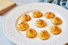Comté pommes duchesse Canapes Recipes, Egg Recipes, Cooking Recipes, Sous Vide Vegetables, Comte Cheese, Great British Chefs, Italian Chef, Potato Sides, How To Cook Potatoes
