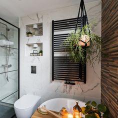 Dream Bathrooms, Clawfoot Bathtub, Bathroom Inspiration, Toilet Paper, Small Spaces, Sweet Home, Lush, Taps, Clawfoot Tub Shower