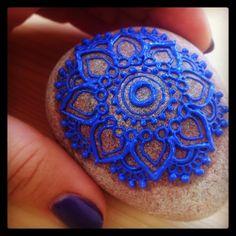 So #tiny and yet so #pretty ... #loverocks  #henna #mehndi #mandala #art #tattoo #paint #blue #stones #tattoo #design