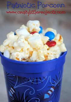 4th of July Popcorn Recipe...fun idea for a firework snack! #patriotictreats #popcorn