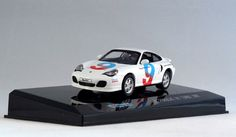 711 Collection 671005 Porsche 911 Turbo 2000 in Porsche Driving School colours. Mounted on named plinth under a clear plastic cover but is easily removed. 1:43 scale. Diecast with plastic parts.  Visit http://thegeniescave.co.uk/product-category/diecast/711-collection/