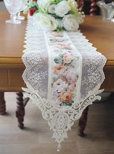 Draps Design, Rideaux Design, Luxury Bed Sheets, Lace Table, Linens And Lace, Diy Home Crafts, Table Linens, Home Textile, Table Runners