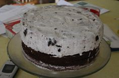 """How to make an ice cream cake. The secret? Vanilla ice cream for the """"frosting""""!"""