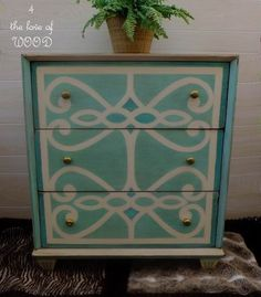Turquoise Dresser Makeover A coat of paint turned a boring black dresser into a fun turquoise entry table. Stencil Dresser, Turquoise Dresser, Diy Dresser Makeover, Furniture Makeover, Furniture Decor, Diy Crafts Magazine, Hand Painted Furniture, Stenciling Furniture, Redoing Furniture
