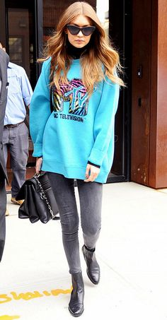 Gigi Hadid makes an oversized sweatshirt look cool with skinny jeans and ankle boots.