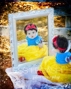 what an awesome photo shoot idea - and use of adorable little Disney costumes and props Snow White Pictures, Baby Pictures, Baby Snow White Costume, Halloween Clearance, Foto Newborn, Snow White Birthday, Halloween Photography, Halloween Pictures, Birthday Photos