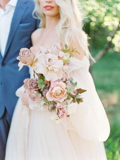 Floppy Hats, Puffy Sleeves and a Bold Red Lip… Yes, Please! Floppy Hats, Puffy Sleeves and a Bold Red Lip… Yes, Please! Spring Wedding Flowers, Flower Bouquet Wedding, Floral Wedding, Autumn Wedding, Wedding Decor, Bride Bouquets, Bridesmaid Bouquet, Blush Bouquet, Wedding Flower Inspiration