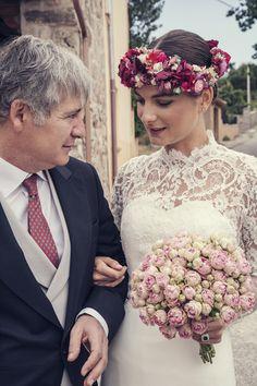 Espectacular novia con corona de flores by @Suma Cruz