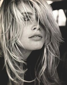 Claudia Schiffer- celebrity hair-celebrity hairstyles-celebrity hair cuts-celebrity hair 2016-celebrity hair color- blonde- dirty blonde-high fashion- messy hair- close up