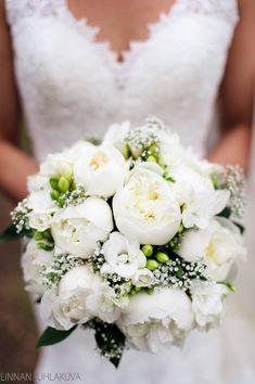 Kukkakimppu, hääkukat. Valkoinen kukkakimppu.