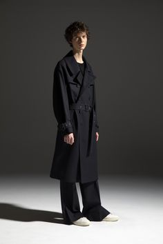 HOMME 2020-21 A/W 006, Water-repellent High Density Wool Chambray Trench Coat   DRC-C01-106H, Cotton Cashmere Jersey Bound Seam T-shirt   DRC-T01-010, Scottish Cheviot Wool Slit Baggy Pants   DRC-P06-102 Male Model, Color Negra, Chambray, Cashmere, Raincoat, 21st, Fall Winter, Normcore, Cotton