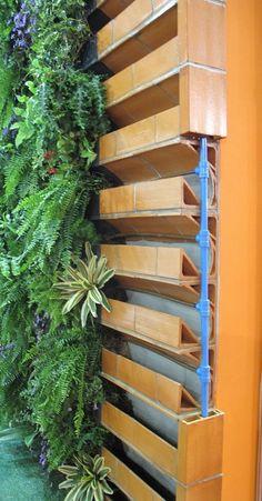 24 Best Vegetable Garden Design Ideas for Green Living – Gardening Vertical Garden Design, Vegetable Garden Design, Wall Garden Indoor, Indoor Plants, Gutter Garden, Herb Garden, Green Garden, Garden Planters, Walled Garden