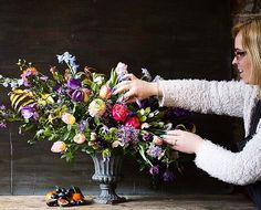 The lovely @bijouxfloral  at work on the composition class lovely to see you Becci #composition #Florist #professionalfloristry #sabinedarrallflowerclass #flowerschool #floraleye #styling #stillife #painterly #springflowers #inspiration #dutchmaster #flowers #floraleye #foamfree #nofoam #nofoamzone #colourful #instaflower #floristsofinstagram