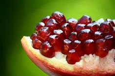 Benefit your health with the iron and anti-oxidants rich organic pomegranate juice. Learn more about its benefits and implications for health. How To Open Pomegranate, Pomegranate Fruit, Pomegranate Extract, Fruits High In Iron, Cancer Fighting Foods, Cancer Foods, Nutrition, Scentsy, Fruits And Vegetables