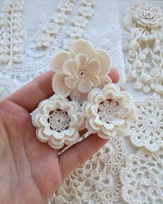 Crochet Motif 53 Crochet Flower Patterns And What To Do With Them Easy crochet flowers; crochet flowers for hats Beau Crochet, Crochet Puff Flower, Crochet Flowers, Crochet Beanie, Crochet Doilies, Free Crochet Flower Patterns, Chevron Crochet, Easy Patterns, Crochet Flower Tutorial