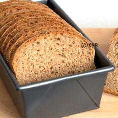 Volkorenbrood bakken | Een gezond recept - Xandra Bakt Brood Pastry Recipes, Bread Recipes, Cake Recipes, Cooking Bread, Bread Baking, Wheat Bread Recipe, Good Food, Yummy Food, Vegan Bread